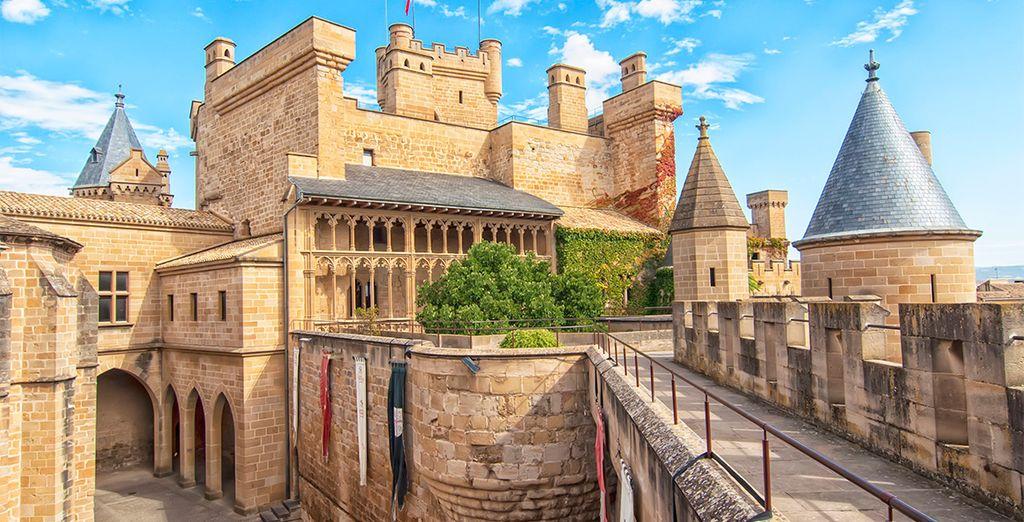 A unos kilómetros de Pamplona se encuentra Olite, con un impresionante castillo perfectamente conservado