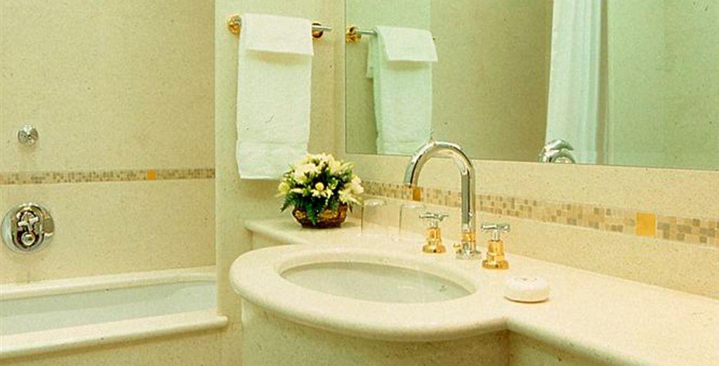 Con baño equipado hasta el último detalle