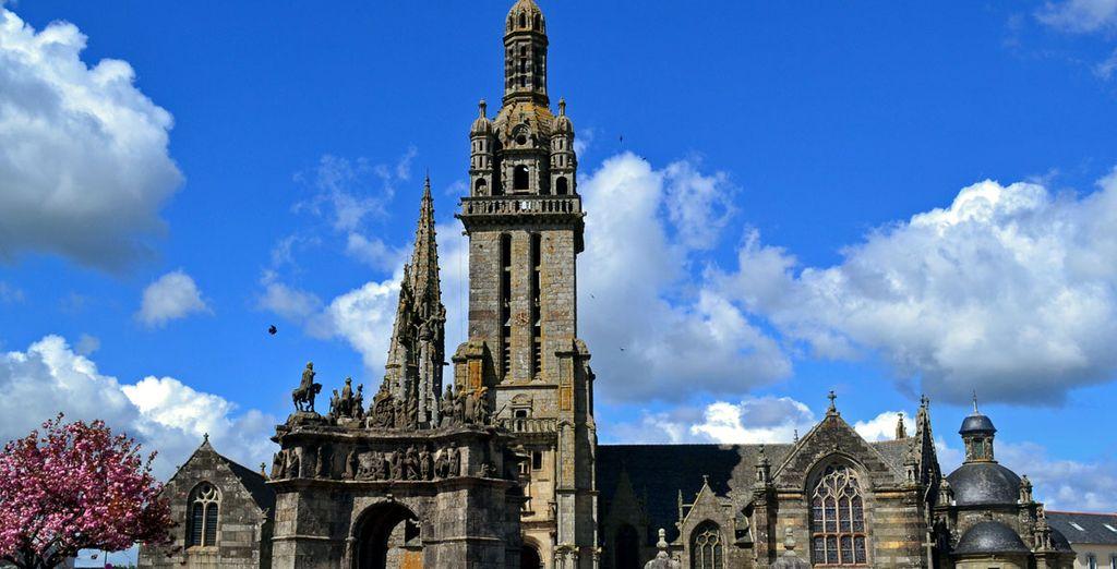 En Pleyben podrás descubrir una de las más imponentes iglesias