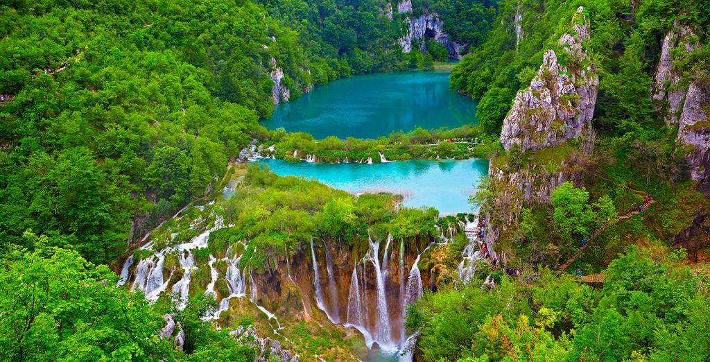 Con multitud de lagos, cataratas y cascadas