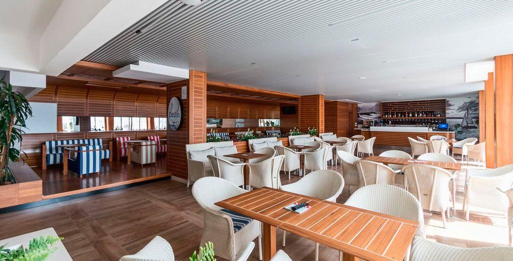 Un restaurante amplio y moderno