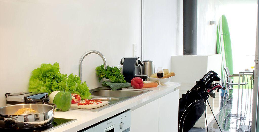 Aprovecha el enlace directo a la cocina totalmente equipada, mediante la preparación de comidas caseras