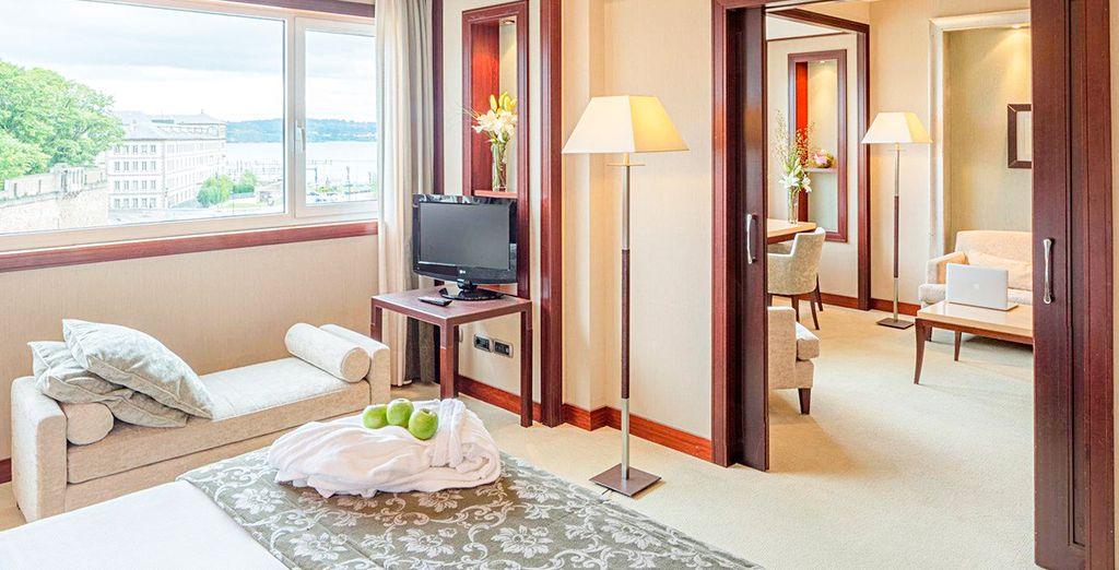 Descansa en tu Suite con vistas al mar...