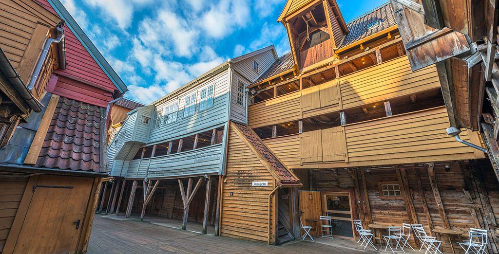 Barrio de Bryggen ubicado en un entorno de gran belleza natural