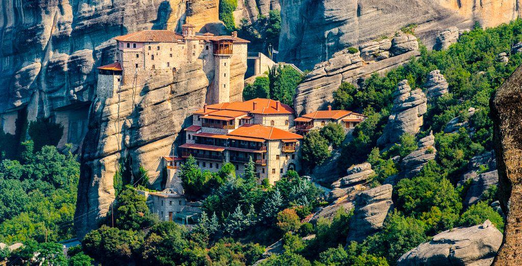 Visitarás dos de los Monasterios colgantes de Meteora