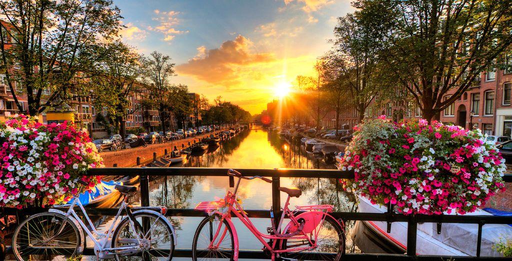 Anímate a utilizar la bicicleta, el transporte más típico en la ciudad