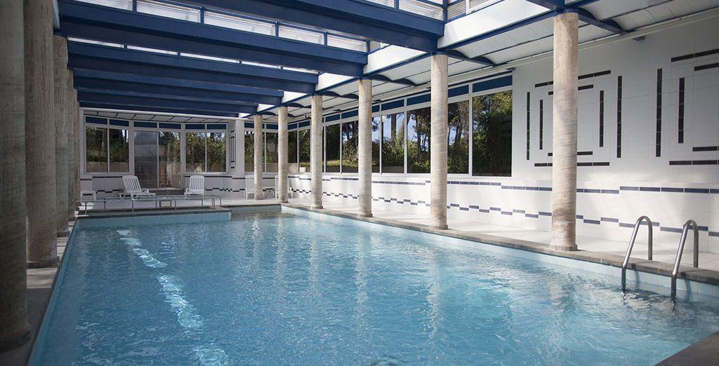 También cuenta con piscina cubierta