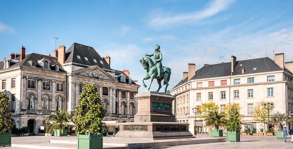 Una encantadora ciudad a orillas del Loira especialmente orgullosa de su heroína Juana de Arco