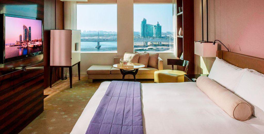 Descansarás en una habitación Deluxe con vistas al Burj Khalifa