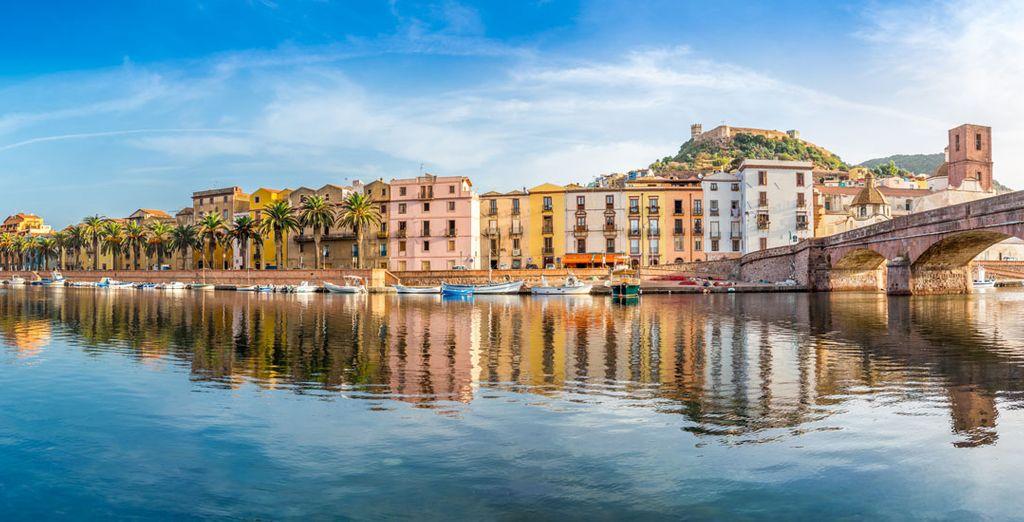 ...y del puerto turístico de Bosa Marina situado en el valle del río Temo