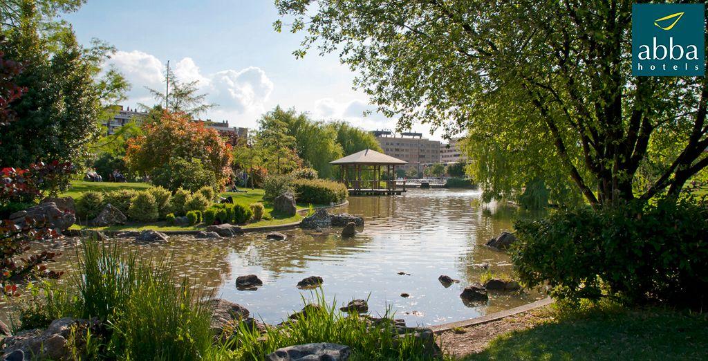 Abba Reino de Navarra 4* se sitúa frente al único parque de diseño japonés en España