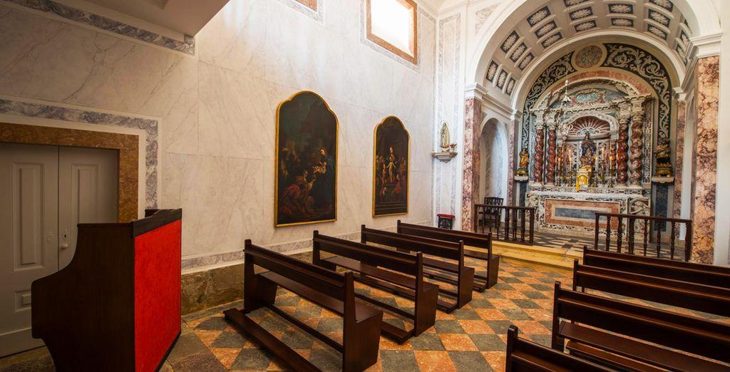 Cuenta con una hermosa capilla