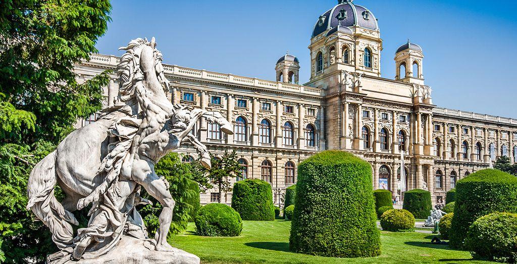 La arquitectura antigua con sus majestuosos jardines te sorprenderá