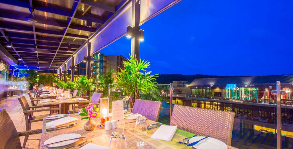 Disfruta de comidas y cenas en el restaurante al aire libre