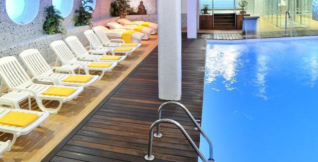 También dispone de una piscina climatizada
