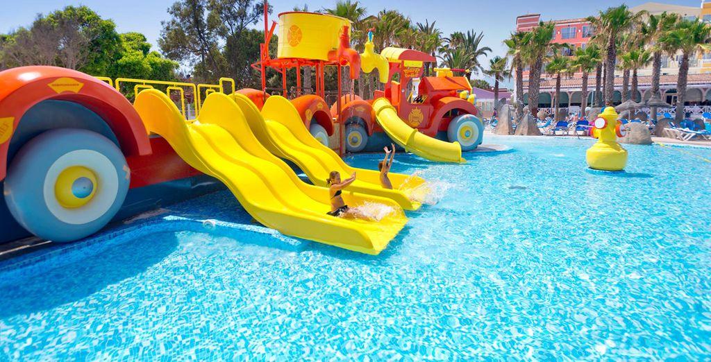 Los más pequeños disfrutarán de la piscina tematizada para niños