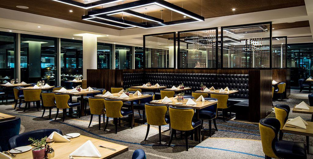 Tienes la opción de cenar en uno de los tres restaurantes; también hay dos bares