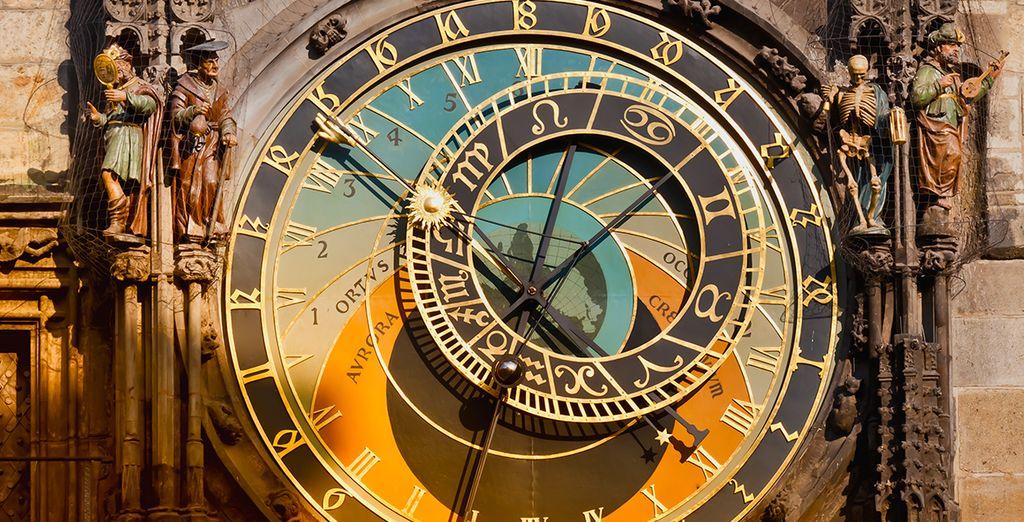 El famoso reloj astronómico está a menos de 15 minutos a pie