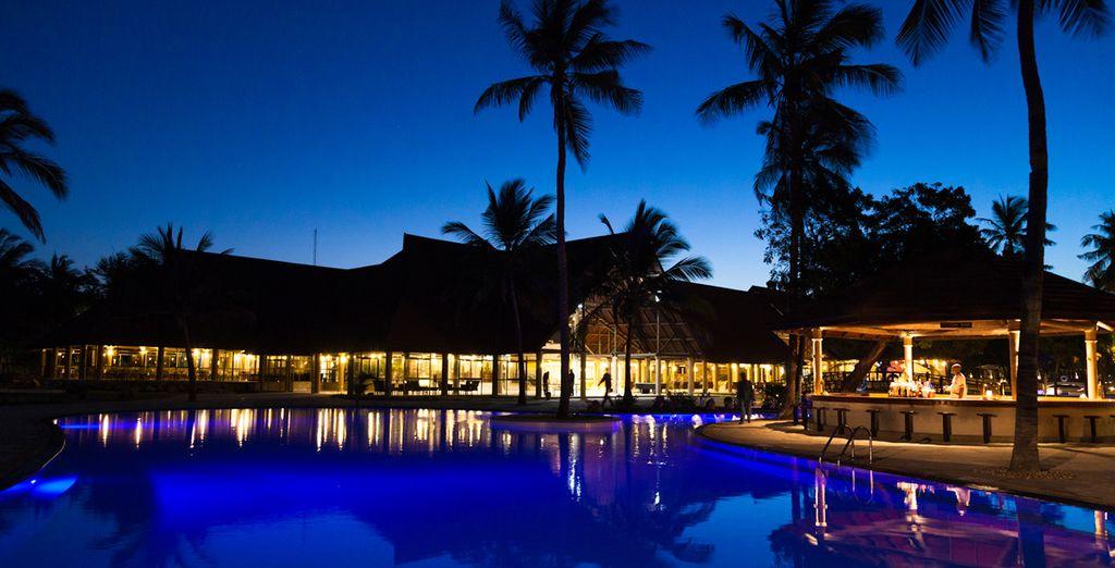 Espectacular hotel de noche y de día