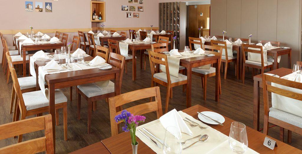 Degusta la cocina portuguesa en el restaurante del hotel y despierta cada mañana con tu desayuno diario incluido