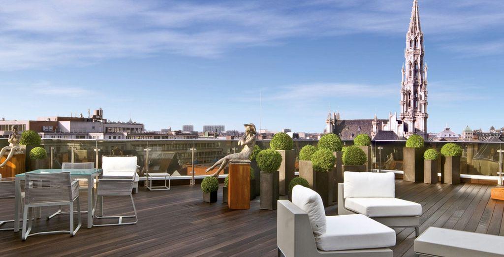 Disfruta de su gran terraza con increíbles vistas a la ciudad