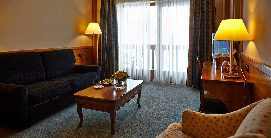Tu Junior Suite cuenta con dos espacios diferenciados para tu comodidad