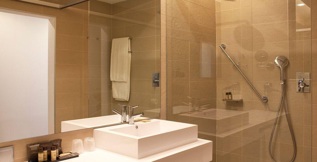 Un baño con todas las comodidades que necesitas