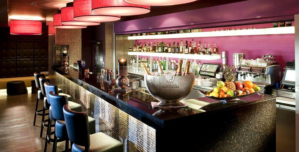 Tómate un cóctel y disfruta de la noche en Diamond's Bar