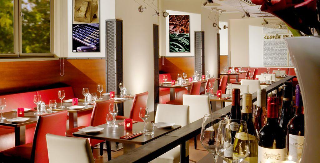 Degusta las especialidades autóctonas en el restaurante