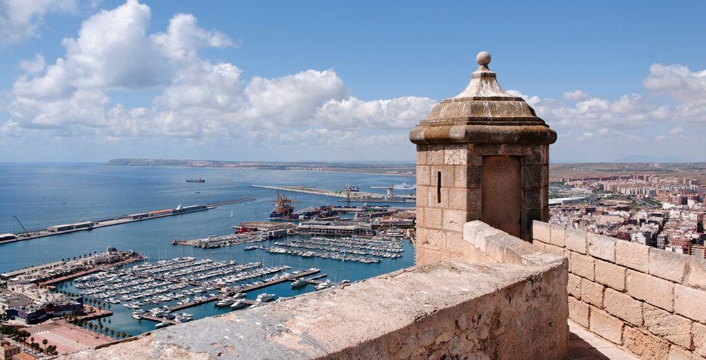 Y contempla las fantásticas vistas al puerto de Alicante