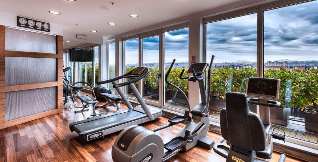 No te costará mantener tu rutina de ejercicios con estas fantásticas vistas al perfil urbano de la ciudad