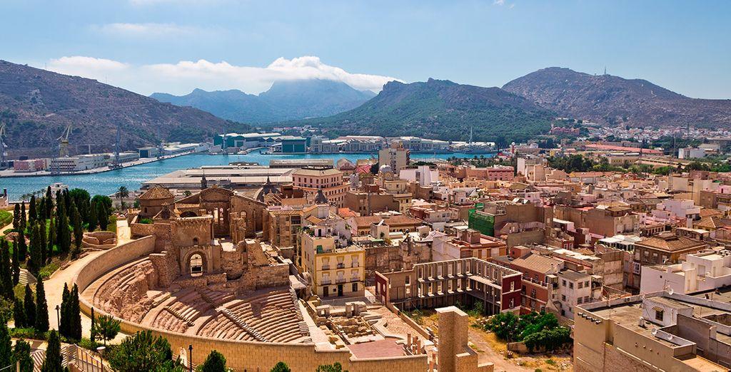 Aprovecha la ocasión para visitar el anfiteatro romano de la histórica ciudad de Cartagena