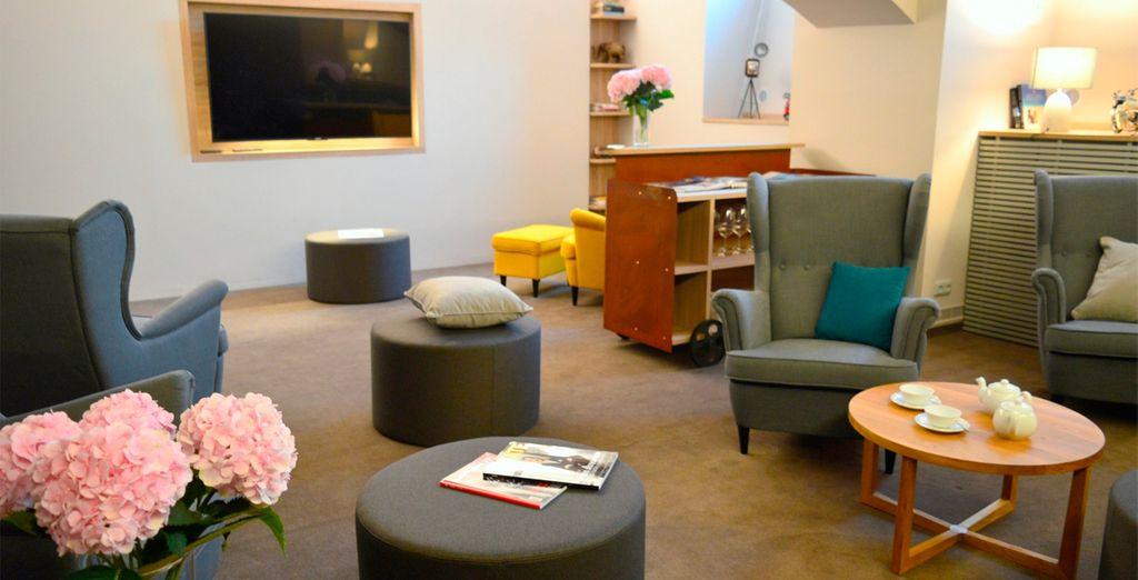 Relájate en el lounge después de un largo día descubriendo la ciudad