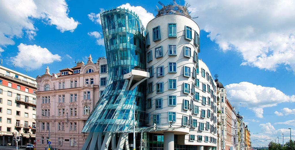 Una arquitectura de contrastes con la Casa Danzante