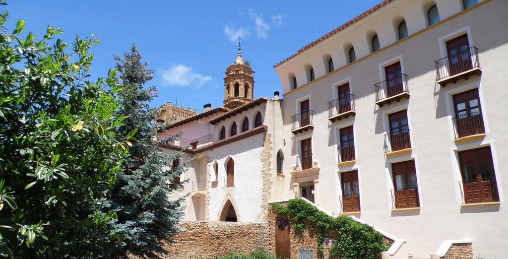 La Hospedería Palacio de la Iglesuela del Cid se ubica en un edificio de gran valor arquitectónico