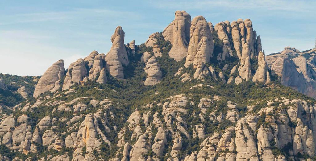 Puedes escaparte a Montserrat, cercana a Barcelona