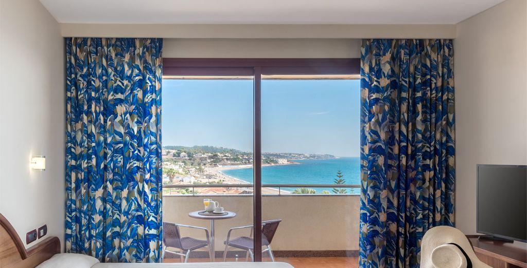 Descansarás en una habitación Doble con vista lateral al mar