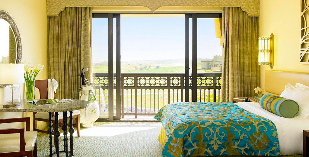 Descansarás en una fantástica habitación Deluxe con vistas al océano y al campo de golf o al lago, según disponibilidad...