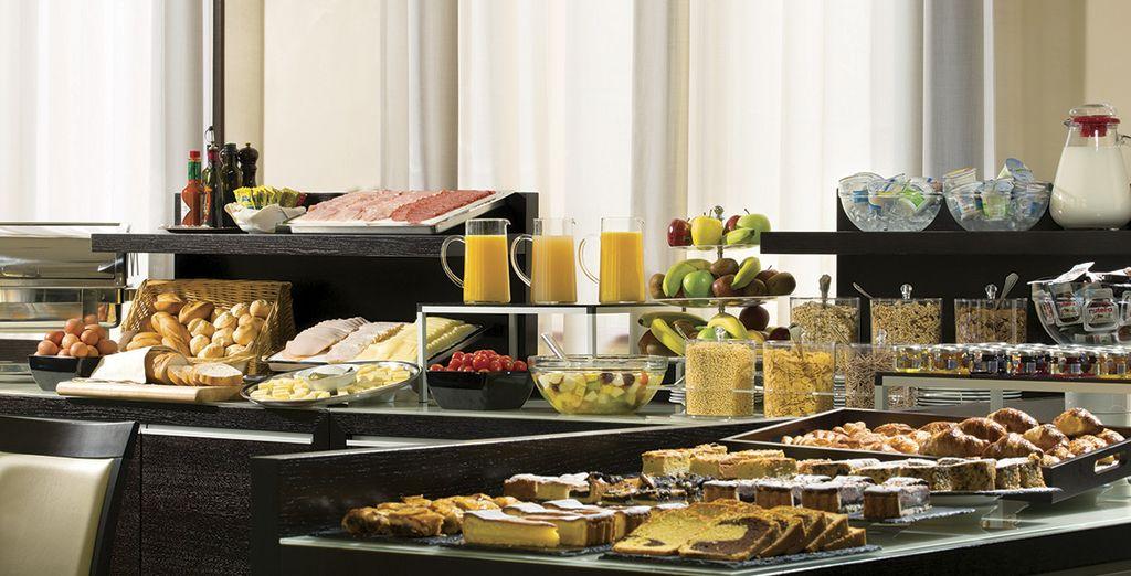 Disfruta de un desayuno buffet