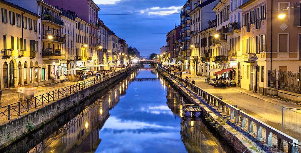 ...y pasea junto al canal de Naviglio Grande