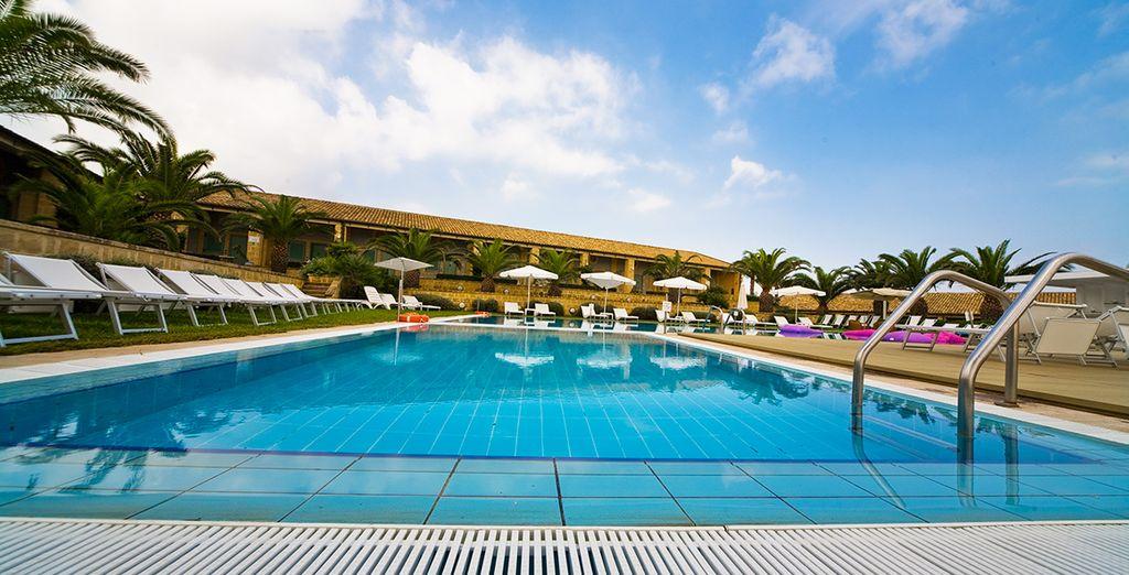 Refréscate en la fantástica piscina