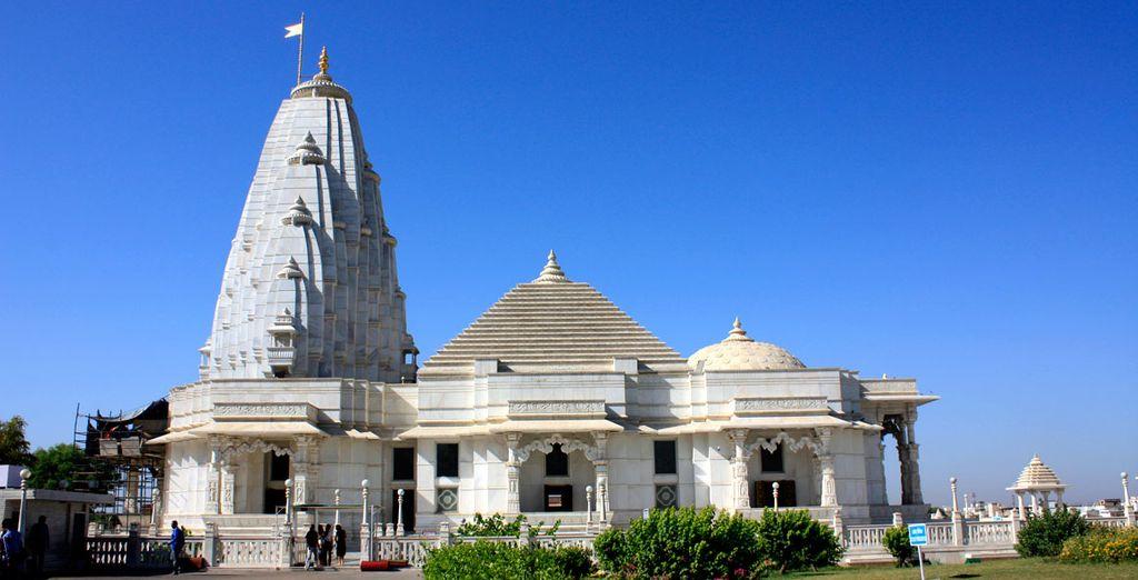 En Jaipur, visitarás el templo Birla de la religión Hindú...
