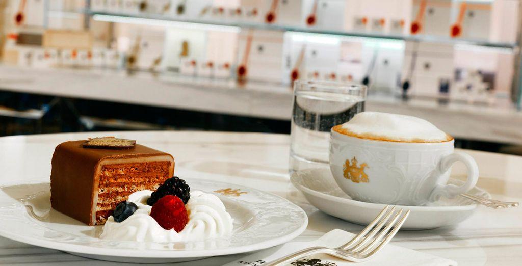 Disfrute del pastel imperial de bienvenida, especialidad del hotel, que degustará a su llegada