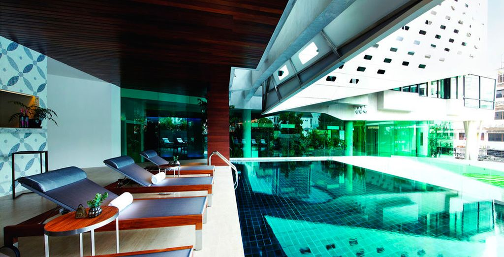 Relájate en la piscina