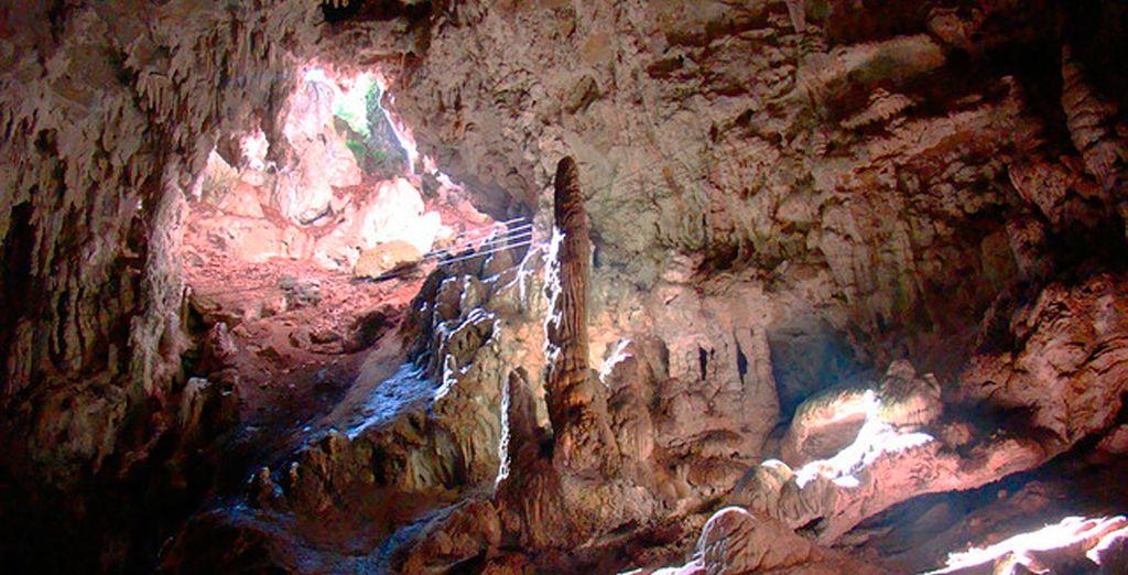 Visite el río subterráneo de las Grutas de San José