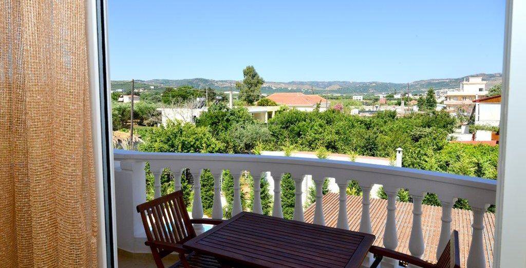 Disfruta de unas vistas preciosas desde el balcón de la habitación