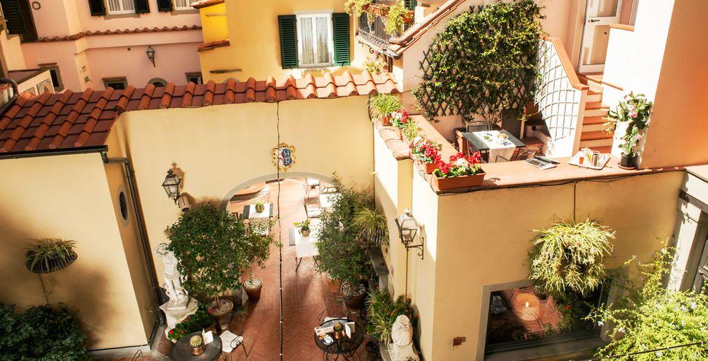 Situado a 300 metros de la estación de tren de Florencia Santa Maria Novella
