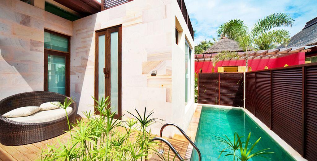 Relájese al sol en su piscina privada, Elements Boutique