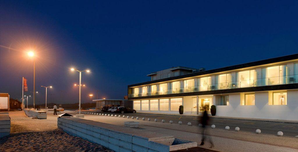 El hotel se ubica a primera línea de mar