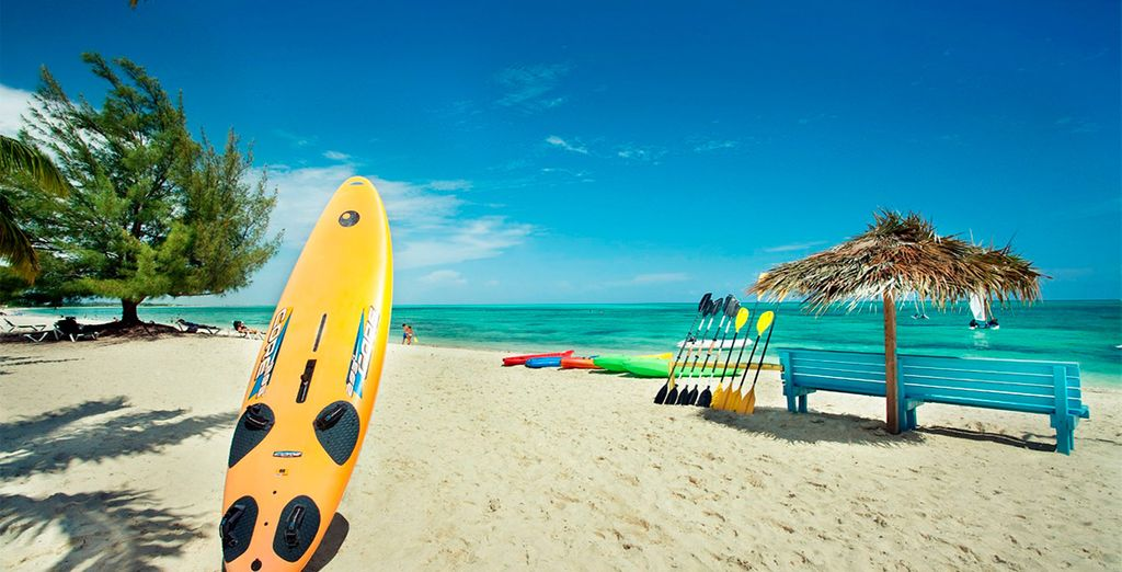 Practica tus deportes favoritos en sus playas paradisíacas